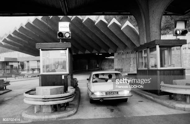 Péage de l'entrée française du tunnel du MontBlanc en août 1976 en France