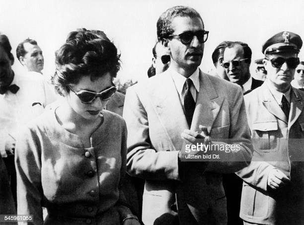 Pahlewi Reza *Politiker IranSchah von Persien 19411979 der Schah trifft mit seiner FrauKaiserin Soraya in Rom ein Sie habenwährend der...