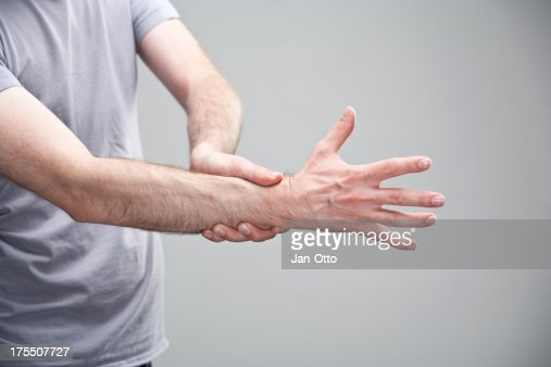 Pain in right wrist