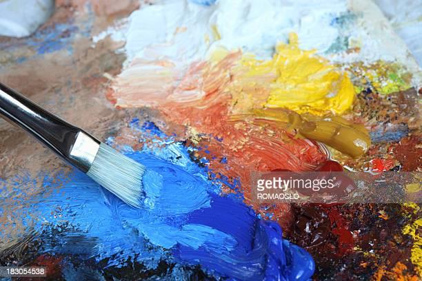 Pinceau avec bleu Cobalt Peinture à l'huile sur une palette classique