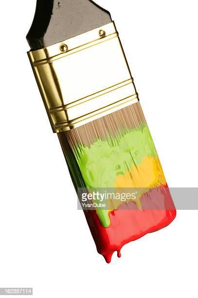 Pinceau avec trois couleurs de peinture diffrerent
