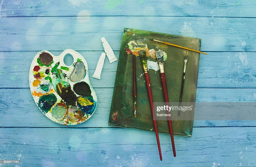 Painter equipement easel colors wood workspace : Stock Photo