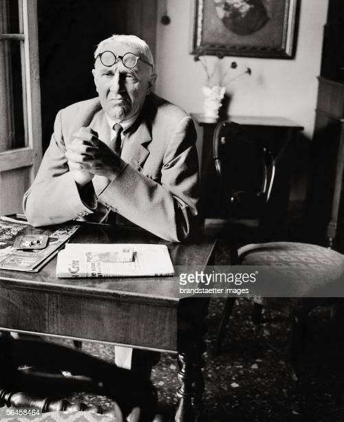 Painter Giorgio Morandi in his flat in Bologna Photography 1958 [Der Maler Giorgio Morandi in seiner Wohnung in Bologna Photographie 1958]