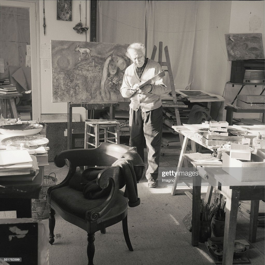 Painter <a gi-track='captionPersonalityLinkClicked' href=/galleries/search?phrase=Marc+Chagall&family=editorial&specificpeople=214176 ng-click='$event.stopPropagation()'>Marc Chagall</a> in his studio. St.Paul-de-Vence. 1957. France. Photograph by Franz Hubmann