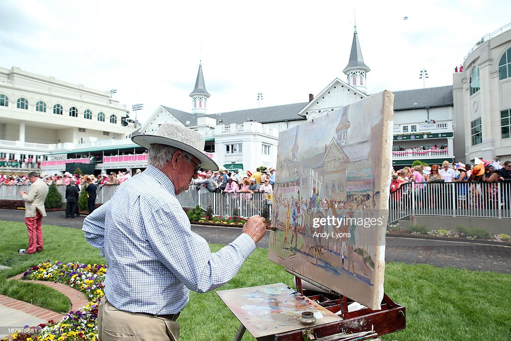 Painter Peter Williams paints a portrait of the paddock prior to the 139th running of the Kentucky Oaks at Churchill Downs on May 3, 2013 in Louisville, Kentucky.