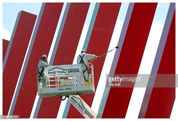 Painters give the red zipper a spruce up on City Link on Tuesday 22nd February 2005 THE AGE BUSINESS OPINION Picture by CRAIG ABRAHAM