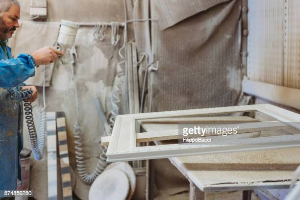 Painting a frame with spray paint