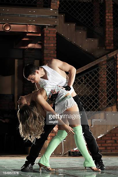 Pareja de baile latino bailarines de baile