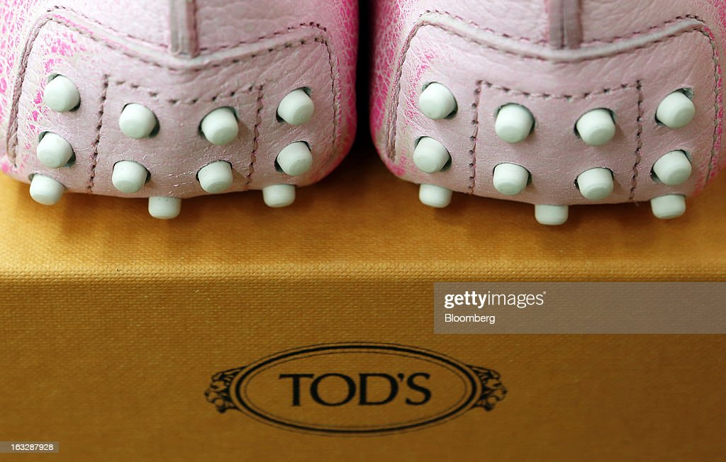 A pair of newly-manufactured Gommino leather moccasin loafers sit on a box following manufacture at Tod's SpA workshop in Sant'Elpidio a Mare, near Civitanova Marche, Italy, on Wednesday, March 6, 2013. Tod's, the maker of luxury footware and clothing accessories, is due to report earnings for 2012 on March 13. Photographer: Alessia Pierdomenico/Bloomberg via Getty Images