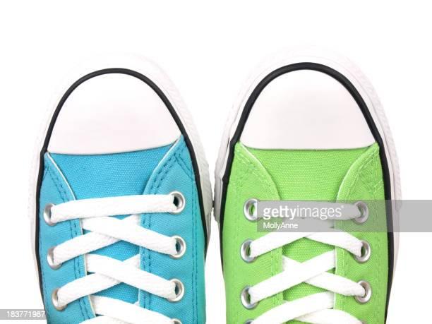 Paire de chaussures sur blanc