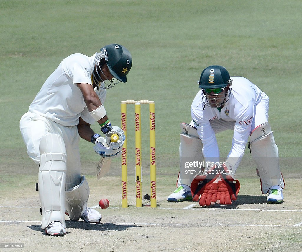 Pakistan Batsman Imran Farhat (L) plays a shot as South African wicketkeeper AB de Villiers waits to make a catch during the third day of the third Test match between South Africa and Pakistan on February 24, 2013 at Super Sport Park in Centurion.