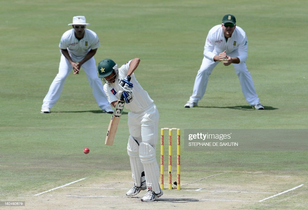 Pakistan Batsman Younis Khan plays a shot during the third day of the third Test match between South Africa and Pakistan on February 24, 2013 at Super Sport Park in Centurion. AFP PHOTO / STEPHANE DE SAKUTIN