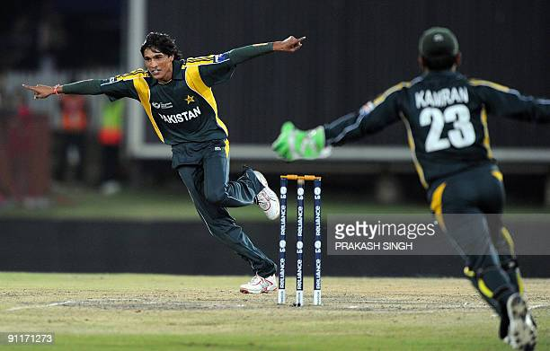 Pakistan bowler Mohammad Aamir celebrate with Pakistan wicket keeper Kamran Akmal the dismissal of Indian batsman Yusuf Pathan on September 26 2009...