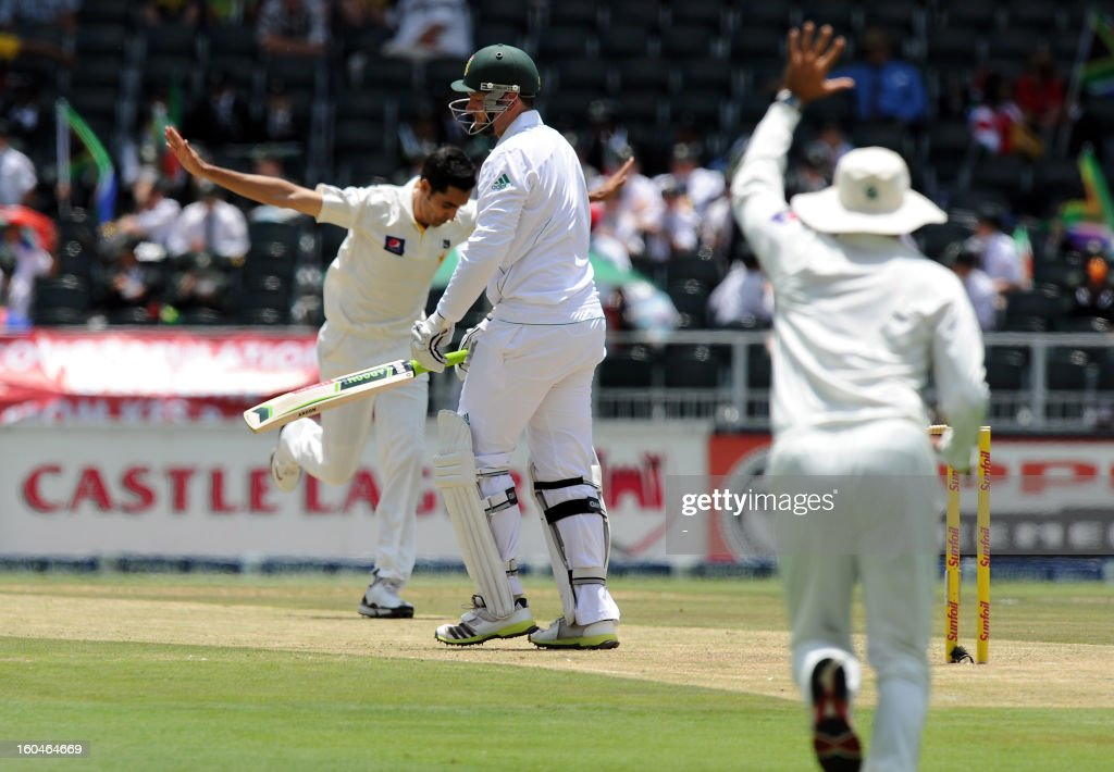 Pakistan bowler Umar Gul (L) celebrates the wicket of South African captain batsman Graeme Smith on February 1, 2013 during the first Test at Wanderers Stadium in Johannesburg.