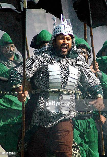Pakistan cricket captain Inzamam ulHaq takes part in shooting for a television commercial to publicise a forthcoming cricket series against Pakistan...