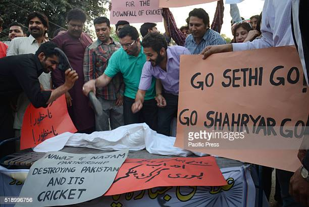 Pakistan Cricket Lovers shout slogan against the Pakistan Cricket Board during protest and Symbolic funeral of former chairman Najam Sethi in front...