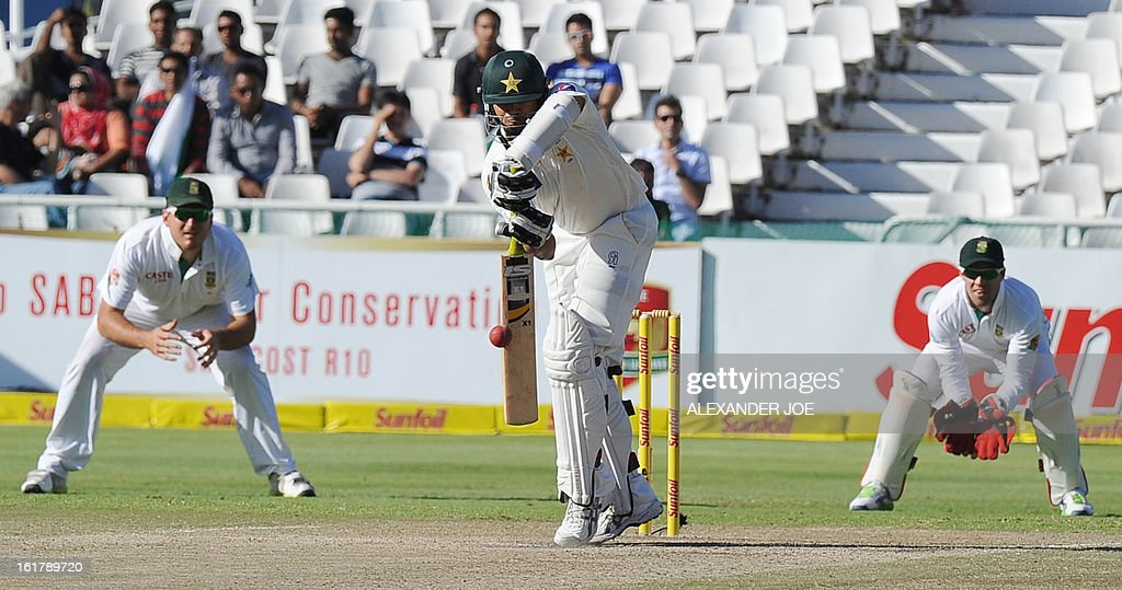 Pakistan cricketer Azhar Ali (C) blocks a shot from unseen South African cricketer Jacques Kallis on day 3 of the 2nd Test between South Africa and Pakistan in Cape Town at Newlands on February 16, 2013.