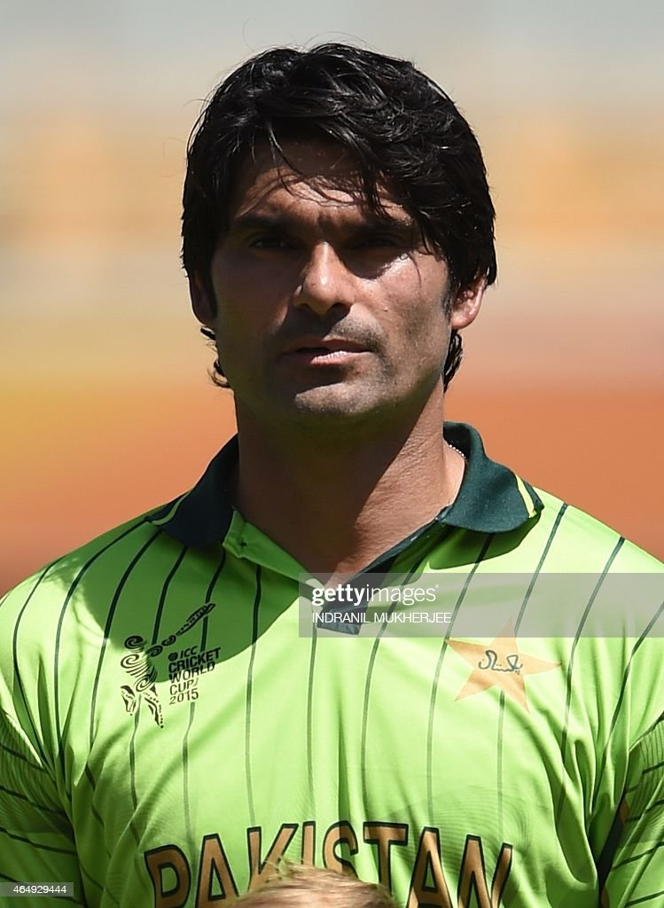 Pakistan cricketer <a gi-track='captionPersonalityLinkClicked' href=/galleries/search?phrase=Mohammad+Irfan+-+Cricketspieler&family=editorial&specificpeople=10986295 ng-click='$event.stopPropagation()'>Mohammad Irfan</a> looks on during the 2015 Cricket World Cup Pool B match between Pakistan and Zimbabwe at the Gabba Stadium in Brisbane on March 1, 2015. AFP PHOTO / INDRANIL MUKHERJEE -- IMAGE RESTRICTED TO EDITORIAL USE - STRICTLY NO COMMERCIAL USE--