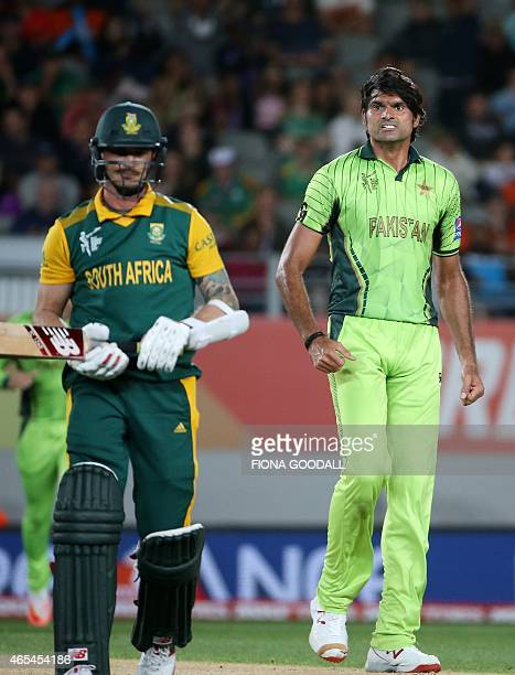 Pakistan fast bowler Muhammad Irfan bowls South African Dale Steyn during the Pool B 2015 Cricket World Cup match between South Africa and Pakistan...