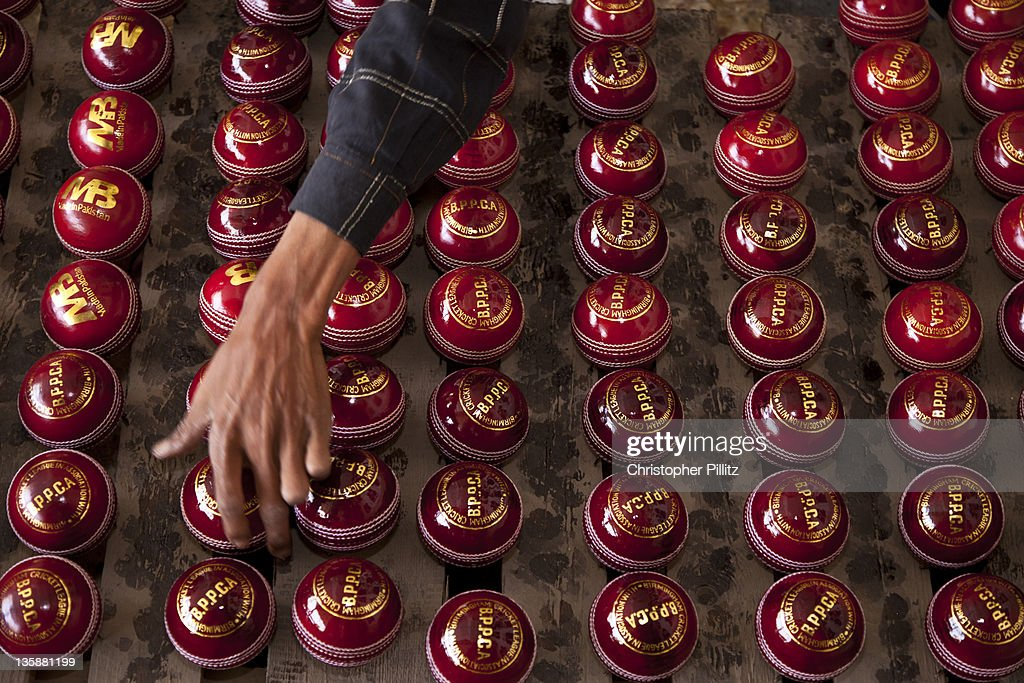 Pakistan - Making and polish cricket balls. : Stock Photo