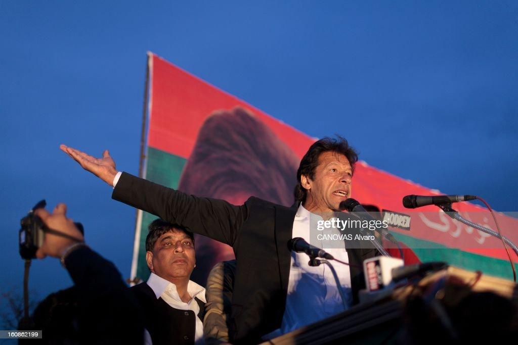 Meeting Of <a gi-track='captionPersonalityLinkClicked' href=/galleries/search?phrase=Imran+Khan+-+Politician&family=editorial&specificpeople=13488792 ng-click='$event.stopPropagation()'>Imran Khan</a> Leader Of Pti. Engagé en politique depuis 1996, élu député en 2002, l'ancien champion du monde de cricket, Imran KHAN, brigue le poste de Premier ministre du Pakistan. Ici, Vendredi 9 mars 2012, à l'occasion d'un meeting politique, dans le stade de Gujar Khan, au sud d'Islamabad, le leader politique a parlé pendant quarante-cinq minutes devant une foule en liesse.