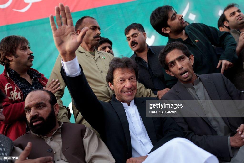 Meeting Of <a gi-track='captionPersonalityLinkClicked' href=/galleries/search?phrase=Imran+Khan+-+Politician&family=editorial&specificpeople=13488792 ng-click='$event.stopPropagation()'>Imran Khan</a> Leader Of Pti. Engagé en politique depuis 1996, élu député en 2002, l'ancien champion du monde de cricket, Imran KHAN, brigue le poste de Premier ministre du Pakistan. Ici, Vendredi 9 mars 2012, à l'occasion d'un meeting politique, dans le stade de Gujar Khan, au sud d'Islamabad, le leader politique salue ses partisans.