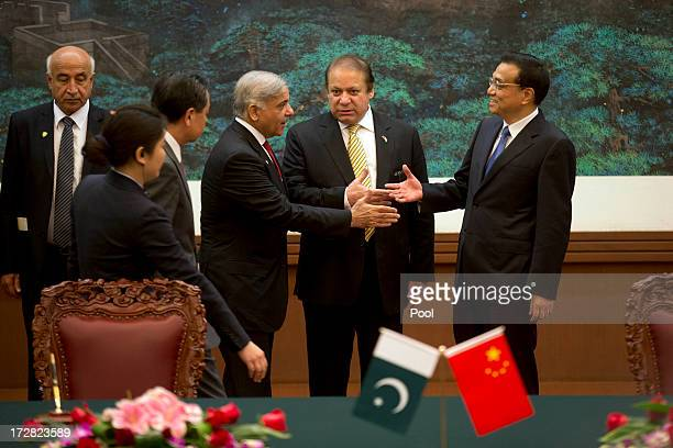 Pakistan Prime Minister Nawaz Sharif introduces Punjab Chief Minister Shahbaz Sharif to Chinese Premier Li Keqiang before a signing ceremony held at...