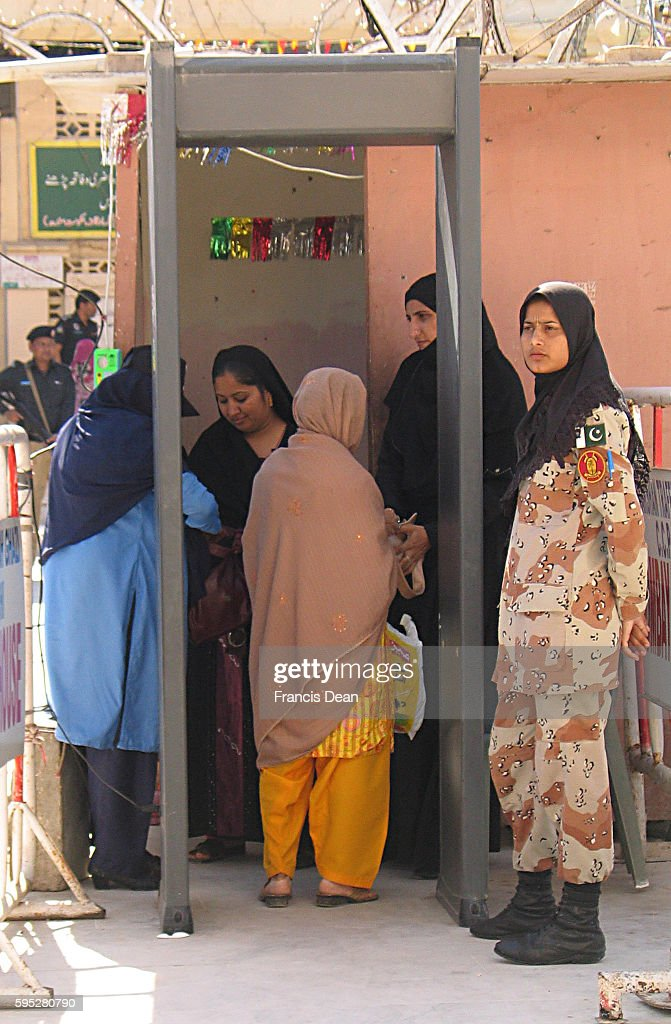 PAKISTAN_KARACHI_security personals stands alert infront of sant abdullala shah ghazi shrine as the 1281 aniversary celebrations starts today at...