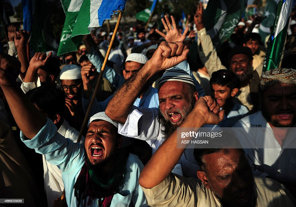Pakistani activists from the fundamentalist Islamic political party JamaatiIslami shout slogans during the Kashmir Solidarity Day rally in Karachi on...