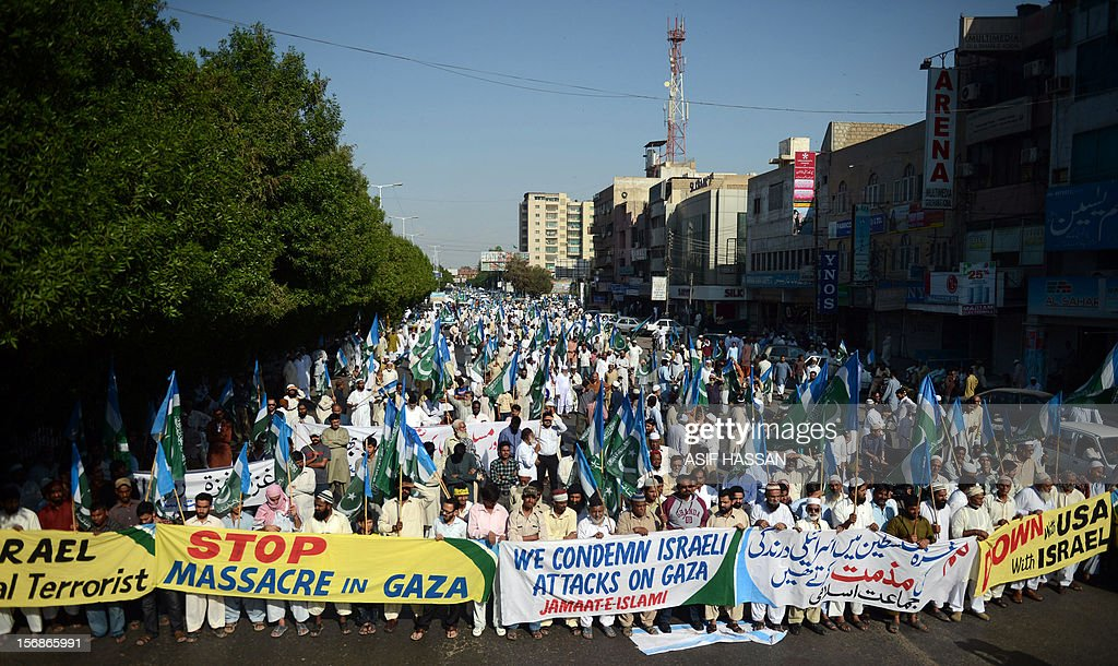 Pakistani activists of fundamentalist party Jamaat-i-Islami (JI) shout anti-Israel slogans during a protest in Karachi on November 23, 2012. A Palestinian was shot dead by Israeli forces near the Gaza border, the first casualty since the two sides agreed a truce ending their week-long conflict, Palestinian medical sources said. AFP PHOTO/Asif HASSAN