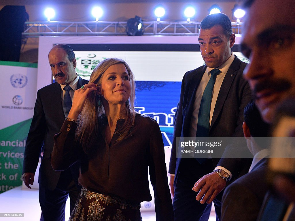 Pakistani and foreign security officials escort Queen Maxima of the Netherlands during a launching ceremony of the Universal Financial Assess Initiative in Islamabad on February 9, 2016. Queen Maxima of the Netherlands, UN Secretary Generals Special Advocate (UNSGSA) for Inclusive Finance for Development arrived in Islamabad on a three day official visit to Pakistan. AFP PHOTO / Aamir QURESHI / AFP / AAMIR QURESHI