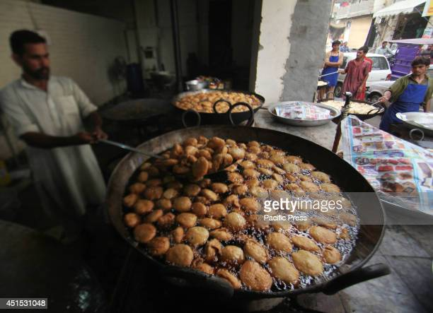 Pakistani baker prepare fries or samosas for the people after sunset to break their fasting day in Lahore The fasting month of Ramadan is sacred for...