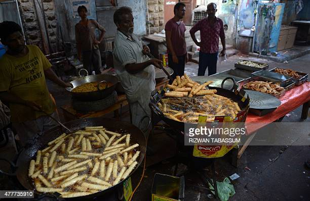 Pakistani bakers prepare Iftar food during the Muslim fasting month of Ramadan in Karachi on June 19 2015 Islam's holy month of Ramadan is celebrated...