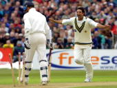 Pakistani bowler Wasim Akram celebrates the dismissal of British batsman Michael Akram during the 2nd day of the 2nd testmatch at Old Trafford in...