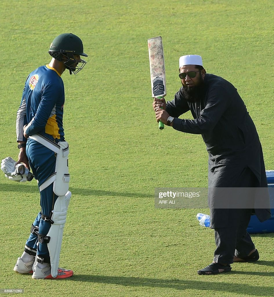 Pakistani chief selector Inzamam-ul-Haq (R) gives batting tips to team cricket player Shan Masood during a training camp at the Gaddafi Cricket Stadium in Lahore on May 30, 2016. Pakistan will tour England from June 18 for four Tests, five one-day internationals and a lone Twenty20 international. / AFP / ARIF ALI