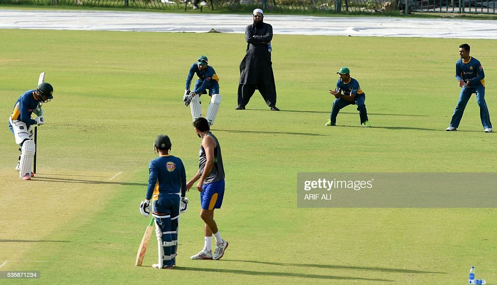 Pakistani chief selector Inzamam-ul-Haq (C/rear) watches team cricket players during a training camp at the Gaddafi Cricket Stadium in Lahore on May 30, 2016. Pakistan will tour England from June 18 for four Tests, five one-day internationals and a lone Twenty20 international. / AFP / ARIF ALI