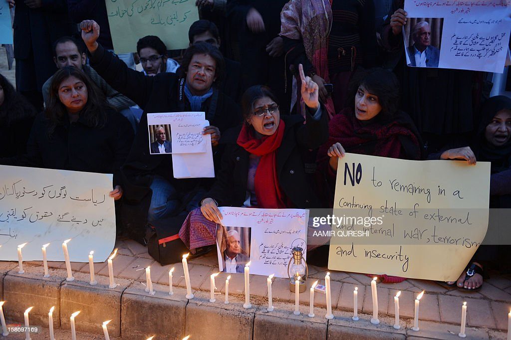 Pakistani civil society activists shout slogans during a vigil for slain Pakistani provincial minister Bashir Bilour in Islamabad on December 24, 2012. Bilour, senior minister of northwestern Khyber Pakhtunkhwa province, was killed along with eight other people when the suicide bomber struck at a political meeting in the provincial capital Peshawar on December 22, 2012. AFP PHOTO/Aamir QURESHI