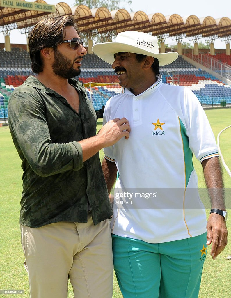 Pakistani cricket captain Shahid Afridi shares a light moment with Pakistani Cricket Board (PCB) director Javed Miandad at The Gaddafi Stadium in Lahore on May 25, 2010. Dashing all-rounder Shahid Afridi was named Pakistan skipper for next month's Asia Cup and the following tour of England, uniting the team under one captain for all three formats of the game. AFP PHOTO/Arif ALI