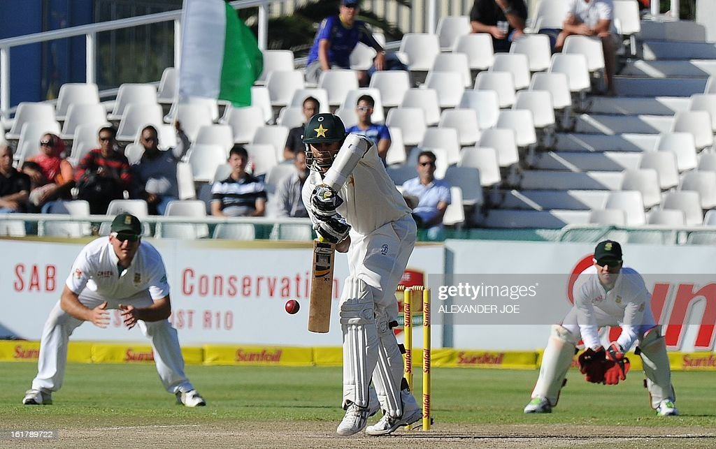Pakistani cricketer Azhar Ali (C) blocks a shot from unseen South African cricketer Jacques Kallis on day 3 of the 2nd Test between South Africa and Pakistan in Cape Town at Newlands on February 16, 2013.