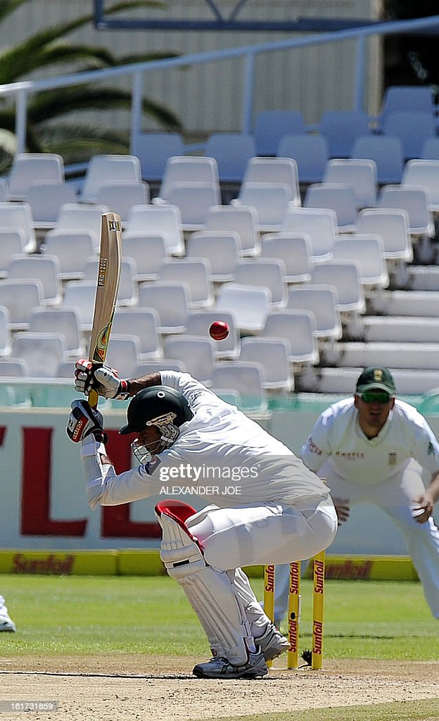 Pakistani cricketer Tanvir Ahmed avoids a bouncer from unseen South African cricketer Dale Steyn on day two of the 2nd Test between South Africa and Pakistan, in Cape Town at Newlands on February 15, 2013. AFP PHOTO / ALEXANDER JOE