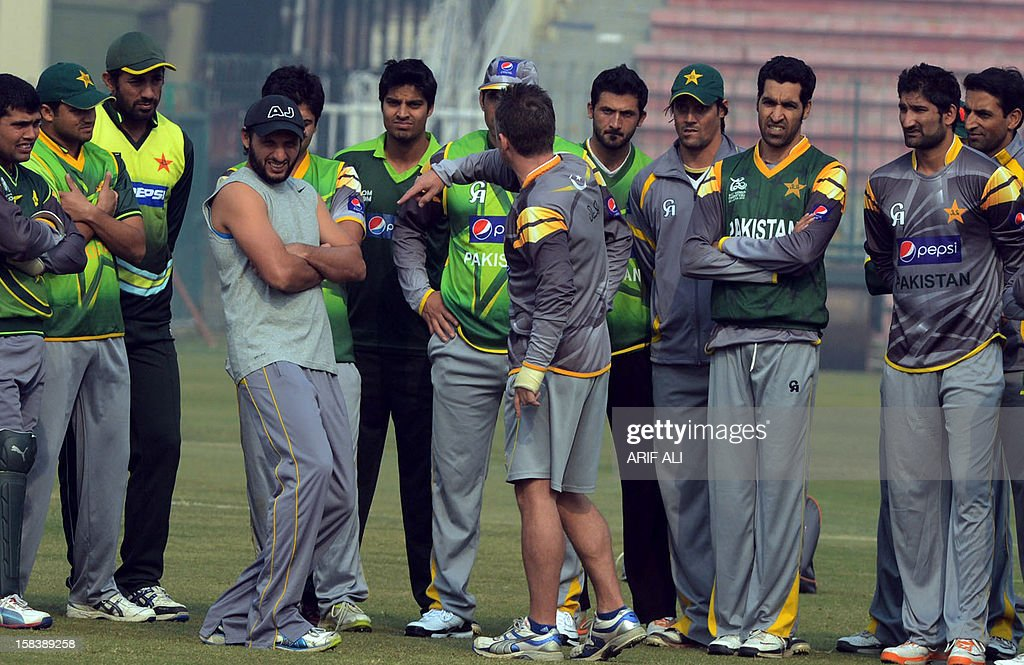 Pakistani cricketers listen to team fielding coach Julien Fountain (C) during a team practice session at the Gaddafi stadium in Lahore on December 15, 2012. Pakistan starts a week-long training camp for its landmark limited overs series against India with former captain Inzamam-ul Haq and a psychologist drafted in, an official said. AFP PHOTO/Arif ALI