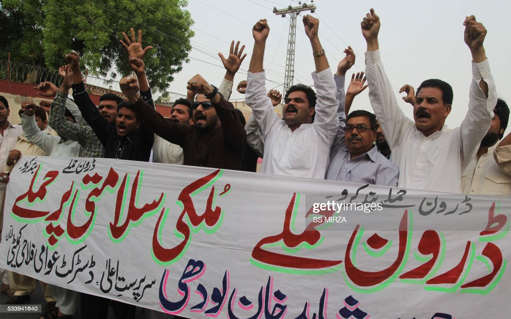 Pakistani demonstrators shout slogans during a protest in Multan on May 24, 2016, against a US drone strike in Pakistan's southwestern province Balochistan. Slain Afghan Taliban leader Mullah Akhtar Mansour used a Pakistani passport in a false name to make dozens of foreign trips over a ten-year period, mainly to the United Arab Emirates, officials told AFP. Mansour, who was killed in a US drone strike deep inside Pakistani territory on May 21 along with a driver, was travelling with a passport and ID card bearing the name 'Muhammad Wali'. / AFP / SS
