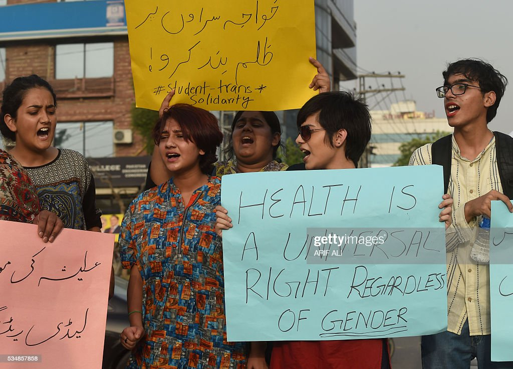 Pakistani eunuchs and their supporters protest in the wake of the killing of transgender female Alisha, in Lahore on May 28, 2016. Alisha, who was shot eight times earlier this week allegedly by a disgruntled customer, succumbed to her wounds at Peshawar's Lady Reading Hospital on May 25. The 25-year-old's murder is the fifth reported case of violence against trans people in Khyber Pakhtunkhwa this year. / AFP / ARIF ALI
