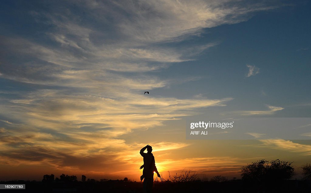 A Pakistani farmer works in his field at sunset in Lahore on March 1, 2013. Pakistan's growth remains too weak, underlying inflation is high and the trade balance is heading in the wrong direction. AFP PHOTO/Arif ALI