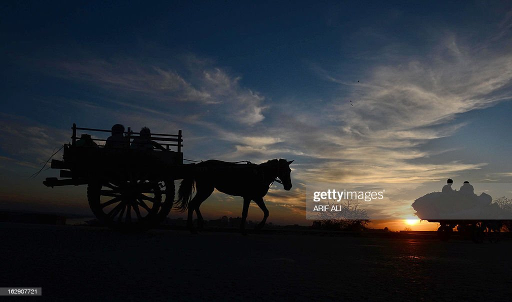 Pakistani farmers travel home in their horse cart in Lahore on March 1, 2013. Pakistan's growth remains too weak, underlying inflation is high and the trade balance is heading in the wrong direction. AFP PHOTO/Arif ALI