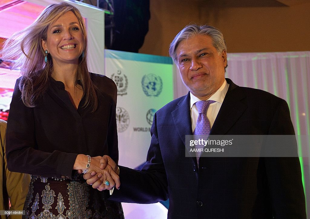 Pakistani Finance Minister Ishaq Dar (R) shakes hands with Queen Maxima of the Netherlands during a launching ceremony of the Universal Financial Assess Initiative in Islamabad on February 9, 2016. Queen Maxima of the Netherlands, UN Secretary Generals Special Advocate (UNSGSA) for Inclusive Finance for Development arrived in Islamabad on a three day official visit to Pakistan. AFP PHOTO / Aamir QURESHI / AFP / AAMIR QURESHI