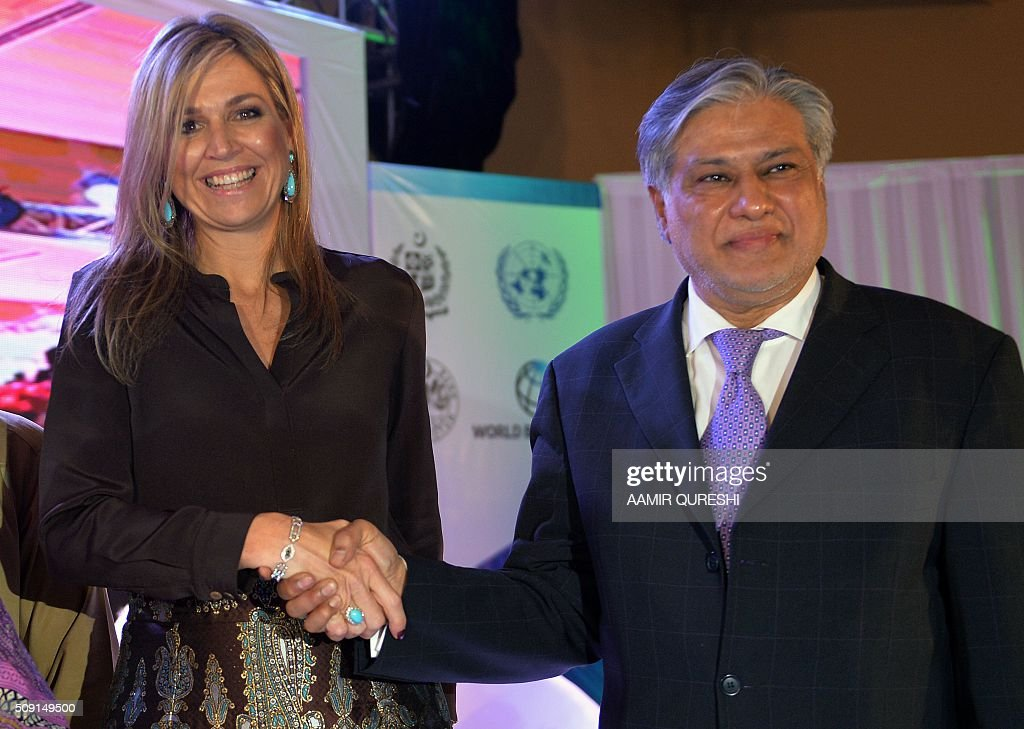 Pakistani Finance Minister Ishaq Dar (R) shakes hands with Queen Maxima of the Netherlands during a launching ceremony of Universal Financial Assess Initiative in Islamabad on February 9, 2016. Queen Maxima of the Netherlands, UN Secretary Generals Special Advocate (UNSGSA) for Inclusive Finance for Development, arrived in Islamabad on a three day official visit to Pakistan. AFP PHOTO / Aamir QURESHI / AFP / AAMIR QURESHI