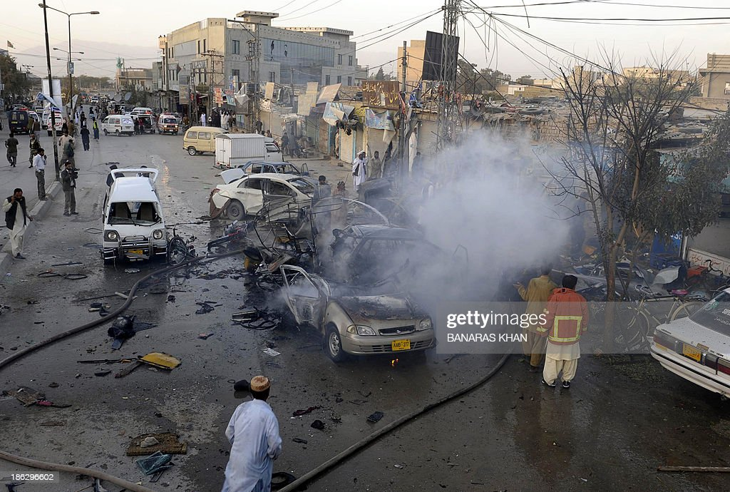 Pakistani firefighters extinguish burning vechiles after a bomb explosion in Quetta on October 30, 2013. A bomb exploded in a crowded car repair market in restive southwest Pakistan, killing at least five people and wounding 17 others, officials said. AFP PHOTO/Banaras KHAN