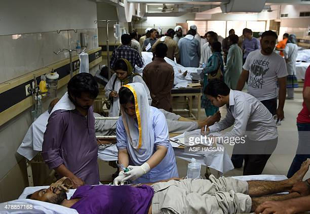 Pakistani heatstroke victims are treated at a government hospital in Karachi on June 28 2015 More than 1000 people have died as a result of days of...