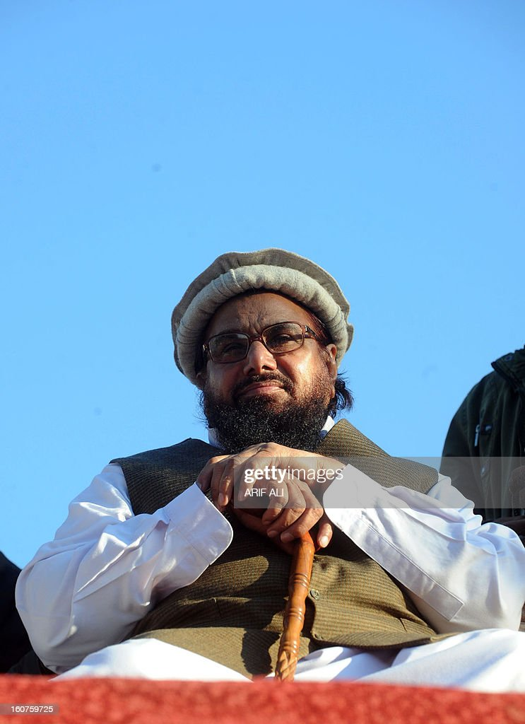 Pakistani, Jamaat-udDawa (JuD) chief Hafiz Saeed (C) attends a rally to mark a Kashmir Solidarity Day in Lahoreon February 5, 2013. Pakistan observed Kashmir Solidarity Day on February 5, to denounce Indian rule in the disputed Himalayan region claimed in whole by both countries. AFP PHOTO/Arif ALI
